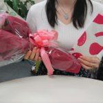 快挙☆成婚インタビュー『108本の薔薇を受け取ったシンデレラガール。王子様をつかんだのは彼女の勇気と潔さだった』